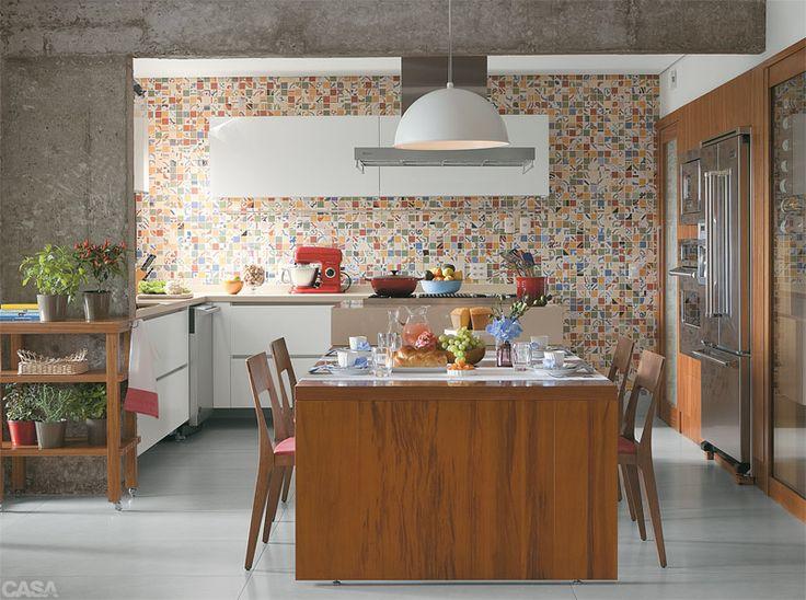 9 cozinhas para amar - Casa parede estampada tipo ladrilho hidráulico na cozinha: