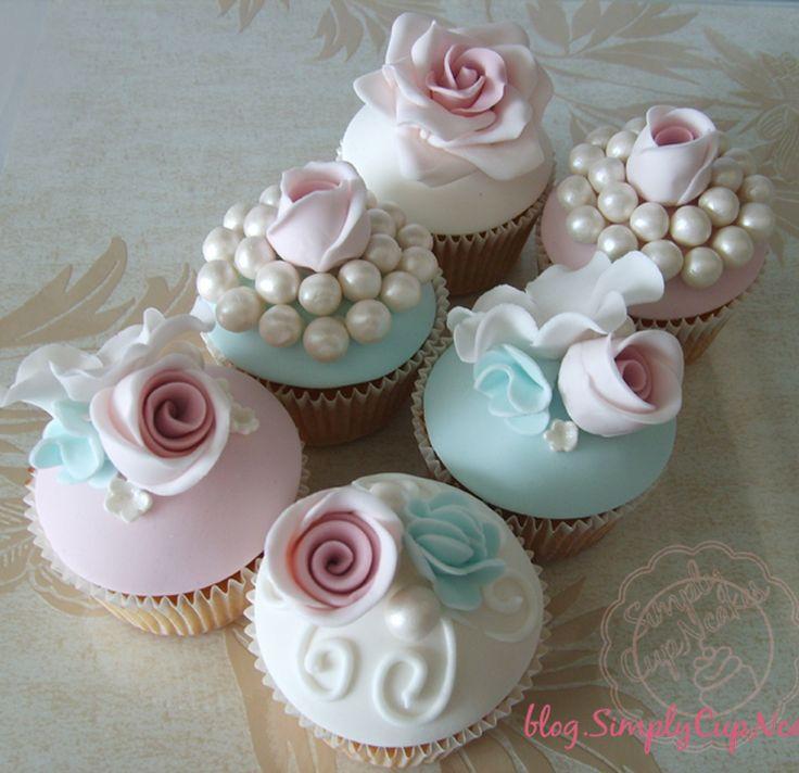 Vintage rose cupcakes.