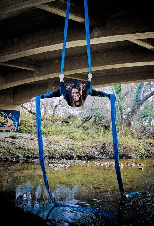Aerial silk Double foot wrap and splits under bridge