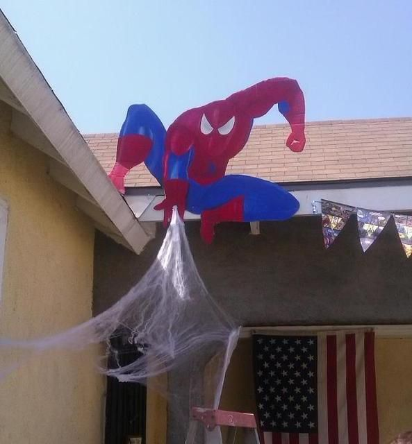 Such a cool and effective decoration for any superhero party. Would require a little work to put together though.
