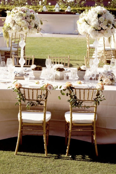 Elegant Outdoor Table Setting Family Friend Gatherings