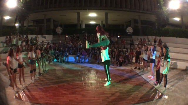 No te pierde la dance battle del CAE16, merece la pena que la veas y la compartas!!  Los nombres de los grupos que participaron son:  UNICORN CREW EAP CREW FRASKY STYLE THE SEVEN STEP GIRLS CREW SUICIDE SQUAD LAS SUPERNENAS JUJU ANLA TRIPLES DARK GIRLS YOUNG FOREVER ANDRIAN´S CREW THE BEST DANCERS THE NUMBER ONE