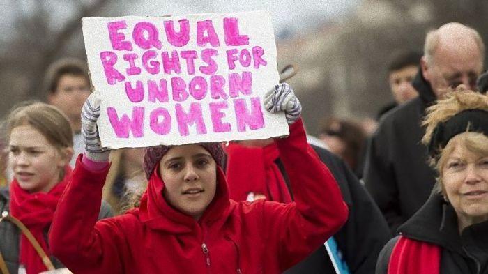 Província do Canadá proíbe protestos em frente a clínicas de aborto