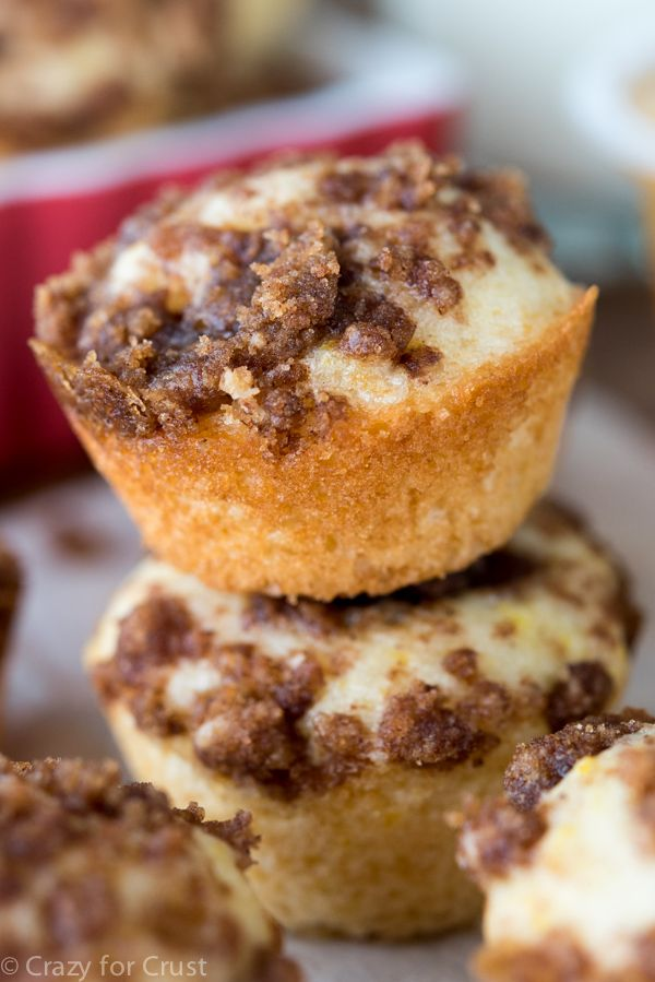 Little Crumb Cake Bites - this recipe is so easy and perfect for breakfast or snack! Homemade crumb cakes are the best!