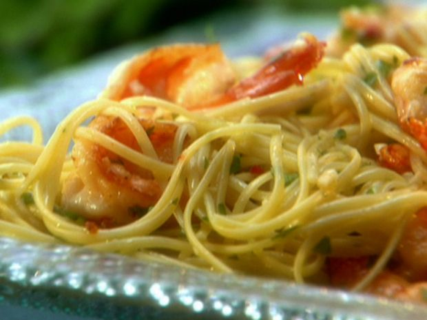 Lemony Shrimp Scampi Pasta - a light recipe, ready in 30 minutes.  Perfect for this lazy Sunday.