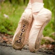cool senior photo idea! @Rachel Moore I thought of you! ♥