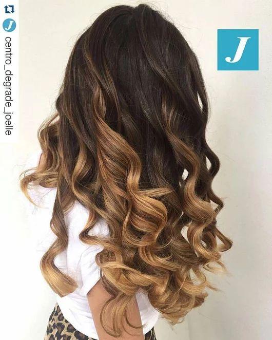 Quello che hai sempre desiderato potrebbe essere il Degradé Joelle! #cdj #degradejoelle #tagliopuntearia #degradé #igers #musthave #hair #hairstyle #haircolour #longhair #ootd #hairfashion #madeinitaly #wellastudionyc workhairstudiovittorio&tiziana #roma #eur