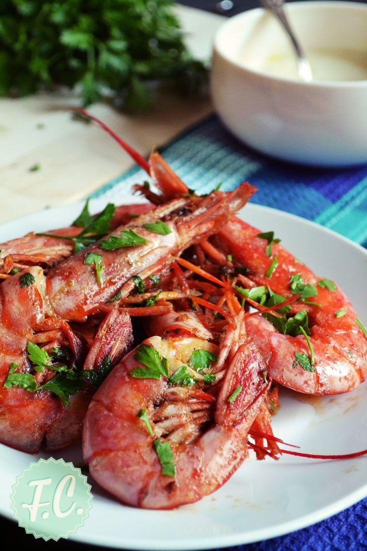 """Οι αγαπημένες γαρίδες σε μια πανεύκολη και πεντανόστιμη ισπανική συνταγή, το ξύδι από σέρι και τα μπαχαρικά τους """"δίνουν"""" κάτι διαφορετικό!"""
