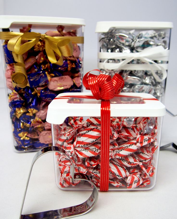 Christmas gift idea: fill GastroMax food storage containers with candy or cookie cutters and tie a nice ribbon around