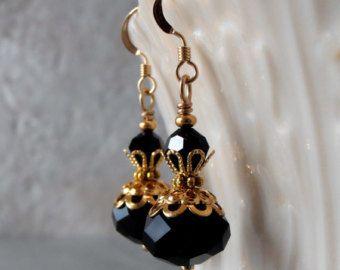 Pendientes de cristal negro negro de Dama de por NaturesWildJewels