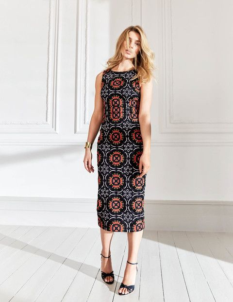 This showstopper is made from intricate, multi-coloured lace inspired by a print that was hand-drawn here at Boden HQ. The streamlined pencil shape and nipped-in waist make for a seriously flattering silhouette.