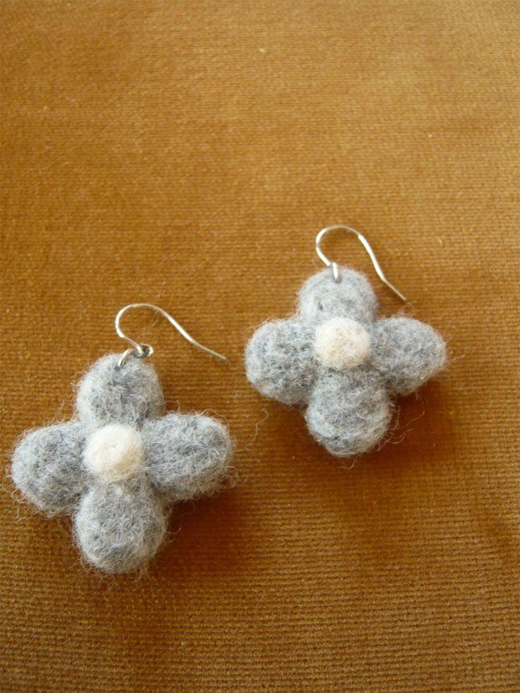 シンプルな花のピアスの作り方 その他 ファッション小物 ハンドメイド・手芸レシピならアトリエ