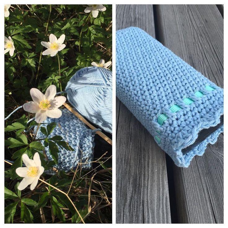 madame_lavendel Upcycling the case for my glasses #virka #crochet #virkning #craft #instacrochet #case #glassescase #vitsippor #ljusblå #hemgjort #madebyme #pyssel #garn #yarn #mindfulness #weekend #helg #egendesign #owndesign #happy #glad #hobby #crafting #glasögonfodral
