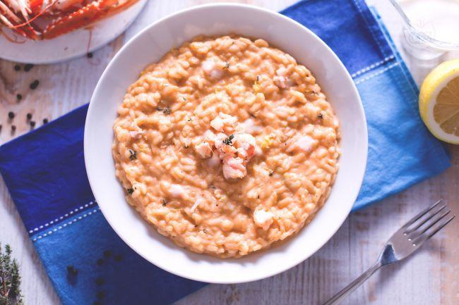 Il risotto alla crema di scampi è un primo piatto delicato e molto saporito! Perfetto da servire in moltissime occasioni.
