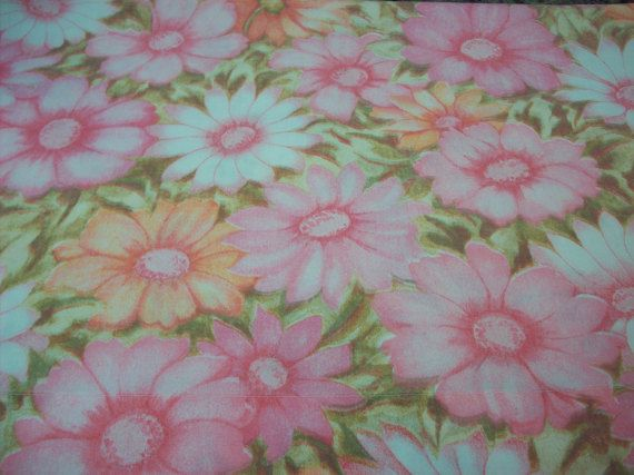 I just love the mod floral pattern on this pillowcase! You could use it on your bed, to make throw pillows, an apron, a valance or any number of retro projects.  It is a standard size Cannon Monticello No Iron muslin and features mod flowers in peaches, pinks and soft olive/tan/cream. It is in very good condition with no damage or stains and the colors are still crisp and bright. It is freshly laundered by me.  This will ship First Class to save on cost.  I am happy to combine shipp...