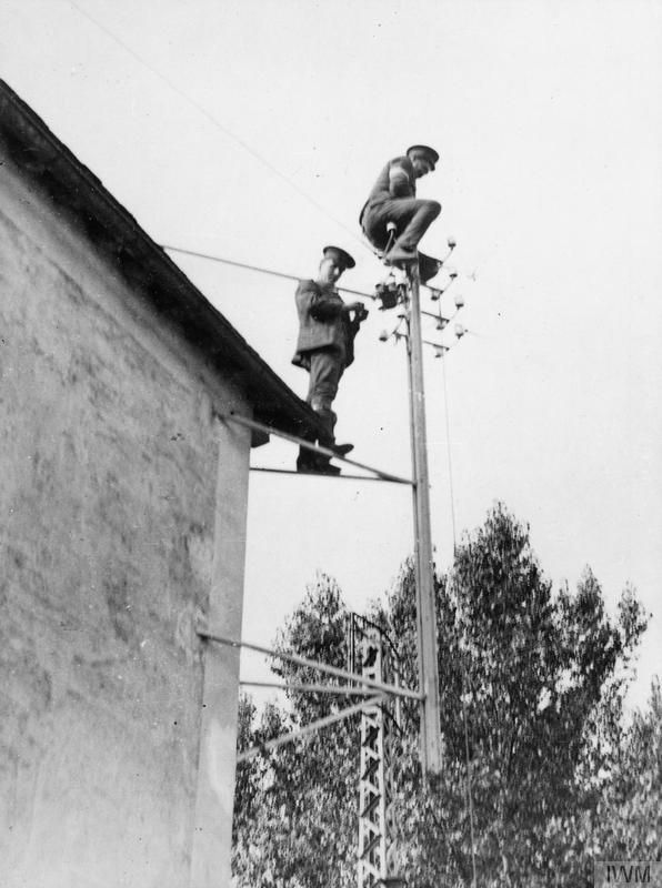 Royal Engineers repair broken telegraph wires on the Western Front, 28 September 1914. THE RACE TO THE SEA, SEPTEMBER-OCTOBER 1914
