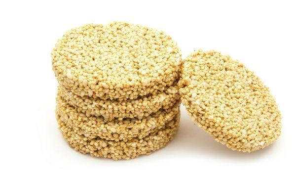Para preparar el rico postre de alegrías necesitas los siguientes ingredientes: 2 ½ tazas de semilla de amaranto 1 taza de piloncillo rallado ¼ de taza de