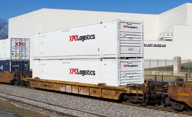 Dttx 467606 Nw13sf 53 Foot Well Car Rebuilt From 48 Foot Well Car With Xpou 413389 Xpo Logistics 53 Foot Container Atop Xpou 411890 53 Foot Container On Csx In Cargo Shipping Shipping Container Logistics