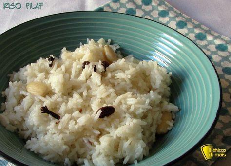 Riso pilaf (ricetta orientale). Ricetta del riso pilaf, riso basmati cotto al tegame con poca acqua e spezie per accompagnare pollo al curry e carni stufate