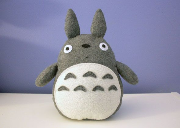 Im so making this right now, was racking my brain how to do a totoro plushie and this tutorial has helped me sort a pattern out....(had to hand draw mine as I dont own a printer)
