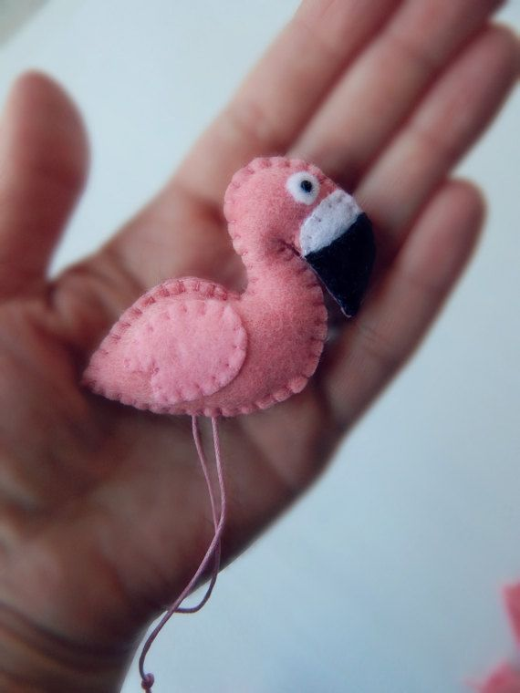 A pair of flamingos refrigerator magnets.Two felt flamingo
