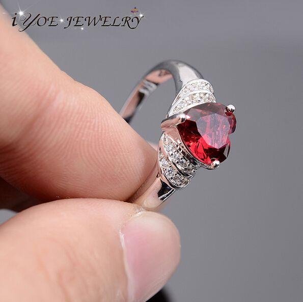 Iyoe свадебные украшения лето стиль австрийский кристалл в форме сердца кольца для женщин модный пара обручальное кольцо 2015 ювелирных украшений.