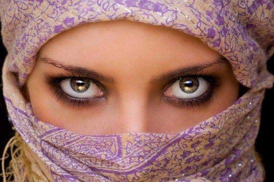 Beautiful Eyes sur des visages souriants -Mesmerizing Beauté | Apprendre vie