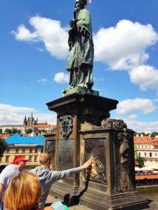 24 Uur in Praag. Wij vertellen je alles over wat je moet zien en wat je moet doen. De leukste plekjes om te eten, de leukste hotspots en mooiste bezienswaardigheden. via @TravelRumors #Praag #Tsjechie #Prague #Travel #Reizen