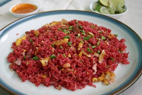 Siapa sih yang tidak tahu menu nasi goreng merah Makassar..?? Seperti yang kita ketahui, Nasi Goreng Merah adalah salah satu makanan khas dari kota Makassar (Sulawesi Selatan). Di samping menu yang…