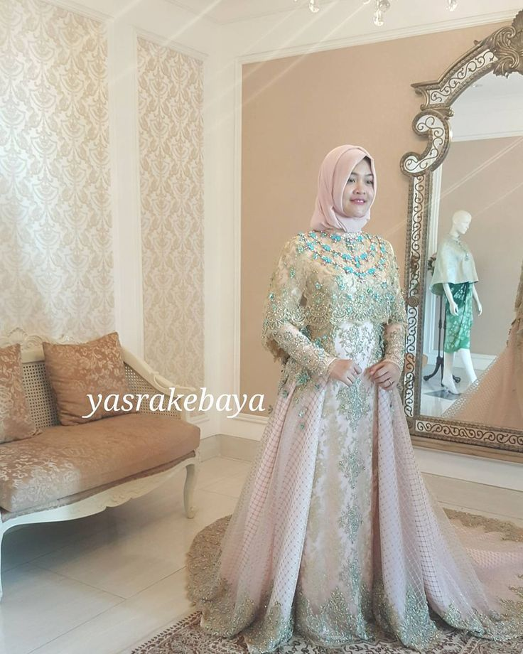 "154 Suka, 6 Komentar - yasra (@yasrahayati) di Instagram: ""#yasrakebaya #fitting #weddinggown #moslemstyle #moslemfashion #fashion #@riliswiratii """