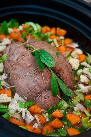Plommon- och salviaspäckad skinkstek med potatismos