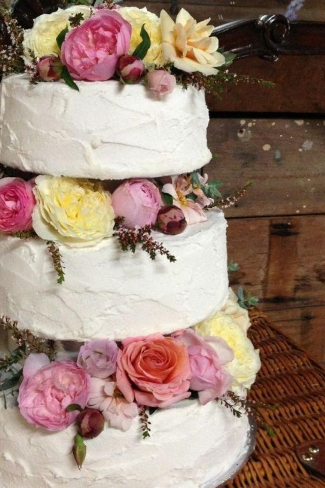 Marble cake with buttercream icing, flowers by twig & grace, Kenilworth homestead, barn country rustic wedding