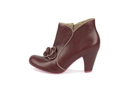 Who does not love maroon? These gorgeous maroon boots come with a stunning flower featured on the shoe. Now available at www.shoefun.com.au