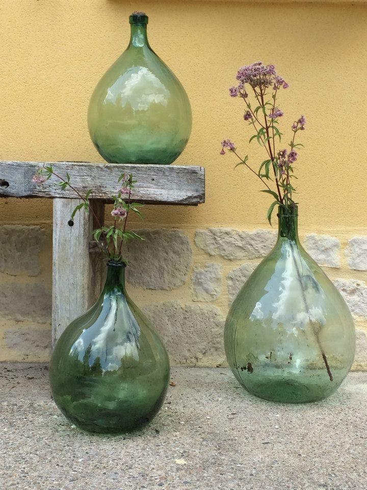 Hand geblazen gist flessen uit Frankrijk. Leuk als decoratie in je huis en tuin.  Alles is te koop. kijk voor meer informatie op onze facebook site Les brocantes de Souleillou.