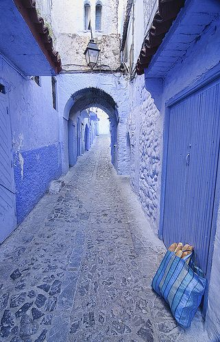 bread at the door in the blue town of Chefchaouen, Morocco www.versionvoyages.fr - Version Voyages #Maroc