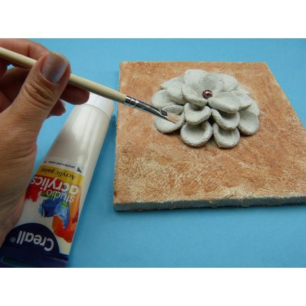 Brillante Dekorationsidee mit lufttrocknender Modelliermasse – eine Blume basteln, Anleitung hier bei Trendmarkt24!