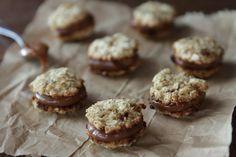El Blog De Sofi: Alfajorcitos de coco, avena y dulce de leche