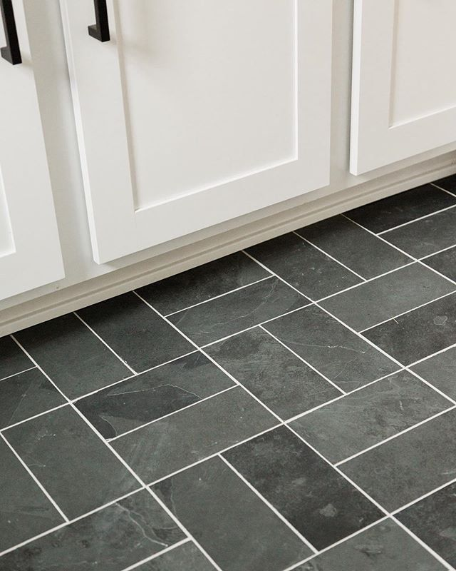 Marble Basketweave Tile With Black Grout Basket Weave Tile Basketweave Tile Bathroom Basket Weaving