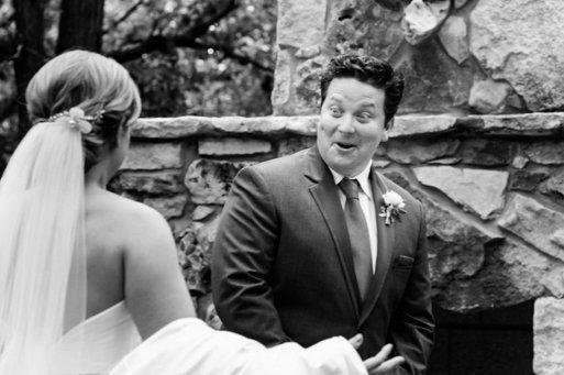 Conmovedoras reacciones de novios al ver a las novias de blanco