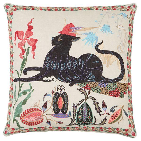 Klaus Haapaniemen Les Chats -tyynynpäällisissä seikkailevat suunnittelijan oma Putte-kissa sekä sen itälontoolaiset kissaystävät Norma, Monster ja Ryder. Tyynynpäällisten etupuolelle on painettu hurmaava, runsain yksityiskohdin koristeltu kissahahmo, jota ympäröivät eksoottiset kukat ja hedelmät.