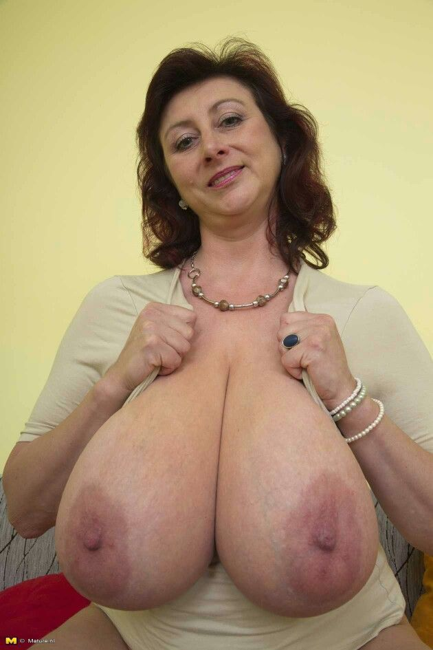 Mature Moms Big Boobs 108
