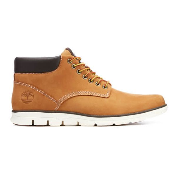 Timberland Men's Bradstreet Leather Chukka Boots ($135) ❤ liked on Polyvore featuring men's fashion, men's shoes, men's boots, tan, mens lace up shoes, mens leather lace up boots, mens shoes chukka boots, mens leather boots and mens boots