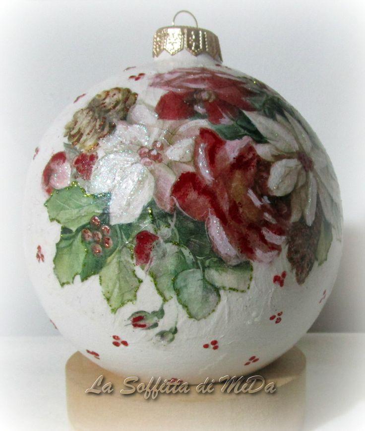 <p>Palle+di+Natale+di+ceramica+biscotto+decorate+con+decoupage,+colori+in+rilievo+e+pittorico.</p>