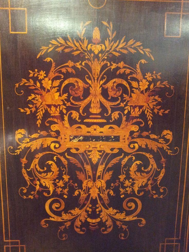 """Шведский стол"""" Поддержка 1 Двери В стойку на руках Черненый С Очень Красивой Инкрустацией, Наполеон III"""" """"Шведский стол"""" поддержка 1 двери в стойку на руках черненый с очень красивой инкрустацией из рога, окрашенных в красный и зеленый. Возникший в то же время Наполеон III, XIX-го века. Высота : 105 см Ширина : 111 см Глубина : 47,50 см Цена : 2200 евро ВОЗМОЖНА ДОСТАВКА Для фото Vach Антиквариат 1150 Avenue Des Pyrénées 40190 Санкт-Гейн 2200э"""