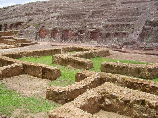 el lugar que me intriga conocer algun dia!!! ♥ ♥ ♥ ♥ !!!!!!!!!!!!!!!!!!!!!!!!!!!!!El Fuerte de Samaipata - Samaipata in Bolivia. World Heritage Site