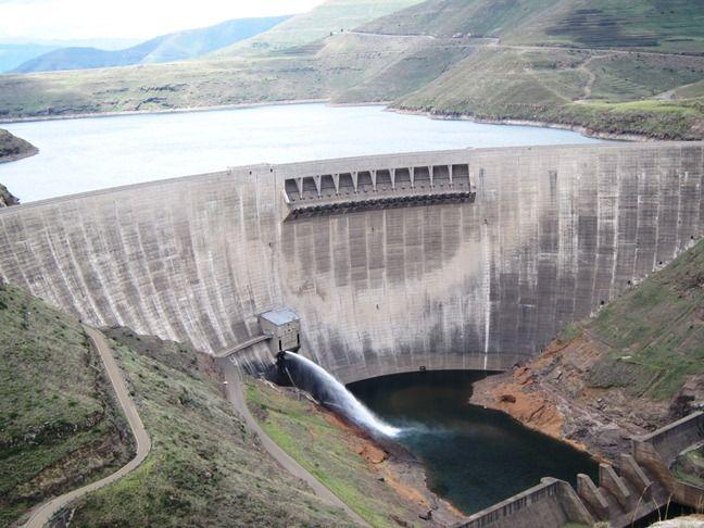Kosovë, 6 HEC-e të reja në Lepenc, Agjensia e lajmeve ekonomia, Postuar me 29 Qershor 2017   Bukuritë natyrore të lumit Lepenc do të degradohen pas ndërtimit të gjashtë Hidrocentraleve në lumin Lepenc.  Edhe pse muaj më parë banorët e Kaçanikut dhe të Ferizajt, protestuan kundër ndërtimit të hidrocentraleve mbi lumin Lepenc, ZRrE-ja, ka vazhduar me lëshimin e lejeve për hidrocentrale.   #Energji #HEC #HPP #Investime #Regulation