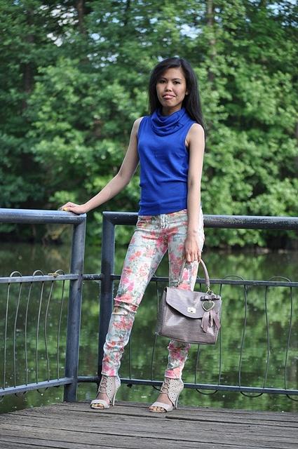 floral pants outfit