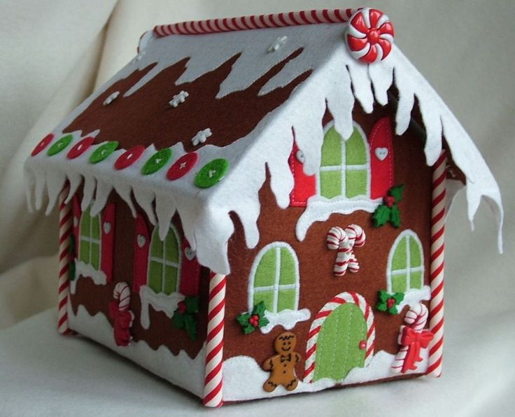 PATCHWORK / QUILTING CHRISTMAS GINGERBREAD HOUSE SEWING PATTERN