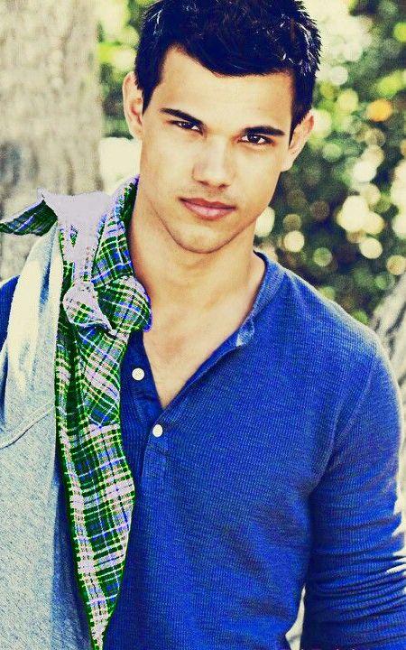 Taylor Lautner sooooooooo cute