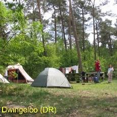 Kampeerterrein Lheederzand ligt in nationaal park Dwingelderveld. Met schaduwrijke hoekjes onder bomen en zonnige plekken op een heuveltje. En op heldere avonden een hemel vol sterren.
